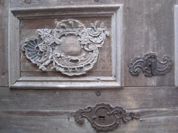 Detaliu usa bisericii